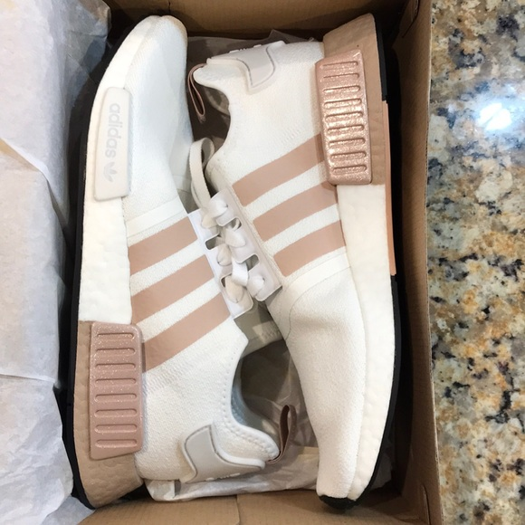 WMNS NMD_R1 'ASH PEARL'